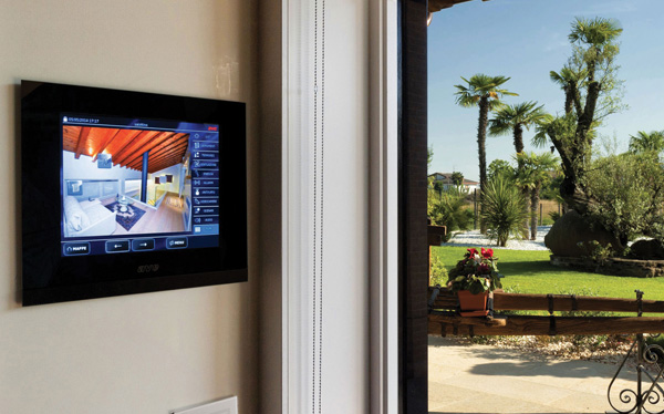Domotica in villa: l'eleganza AVE per ambienti d'eccellenza