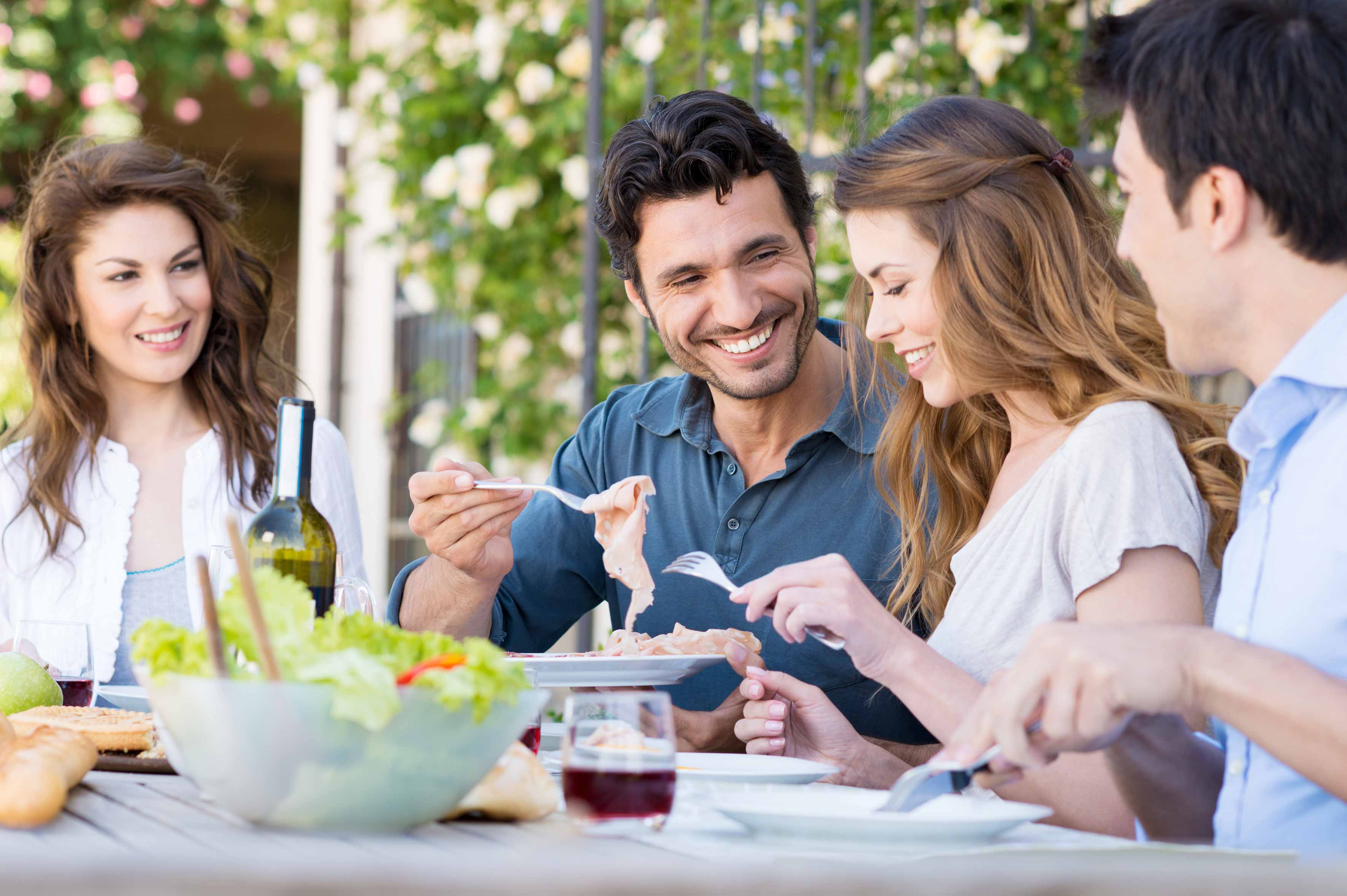 Scenario a cena con amici