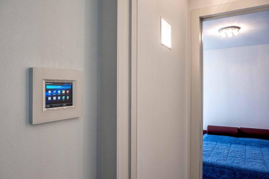 Casa domotica con i touch screen AVE
