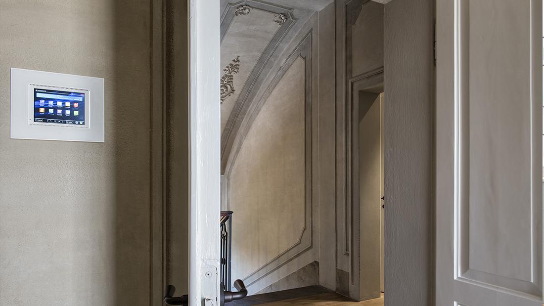 La domotica DOMINA Smart in un'elegante villa affrescata